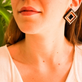 Large geometrical necklace and earrings