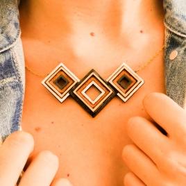 Collar geométrico tipo pechera