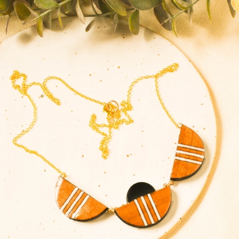 Scallop necklace in wood